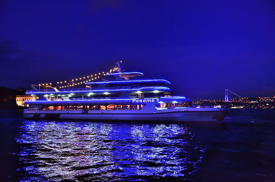 ISTANBUL BOSPHORUS DINNER CRUISE WITH ENTERTAINMENT